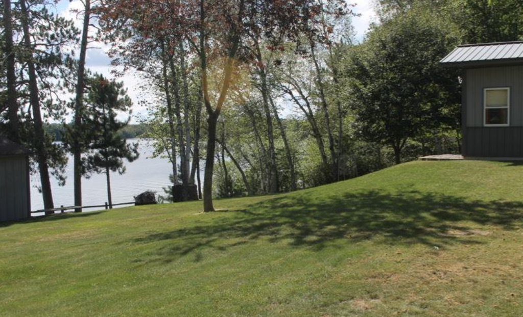 Expansive lawn -- great for picnics and yard games!